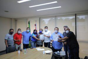 Wilson Lima assina Acordo de Cooperação com Governo Federal para viabilizar recadastramento de pescadores