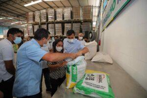 Governador Wilson Lima inicia entrega de suplemento alimentar para gado de pecuaristas do estado