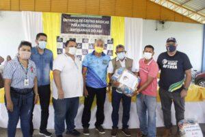 Governo do Amazonas entrega 4,4 mil cestas básicas para pescadores da região do Baixo Solimões