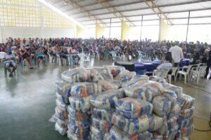 Governo do Amazonas e Governo Federal entregam mais de 3 mil cestas básicas a pescadores de Fonte Boa e Jutaí