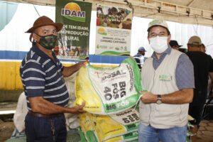 Governo do Amazonas beneficia produtores rurais do município de Careiro Castanho